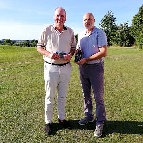 Links: Bernd Weigel, Golf Club Haan-Düsseltal E.v. Rechts: Jochen H. Stop, Direktor Des Maritim Seehotels, Gastgeber Des Gästeturniers