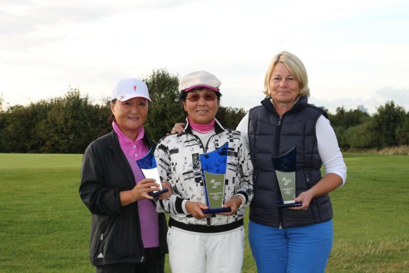 Sun-Ock Meiburg (3. Platz), Myung Soon Jeon-Heugel (Clubmeisterin 2014), Ursula Reichert (2. Platz)