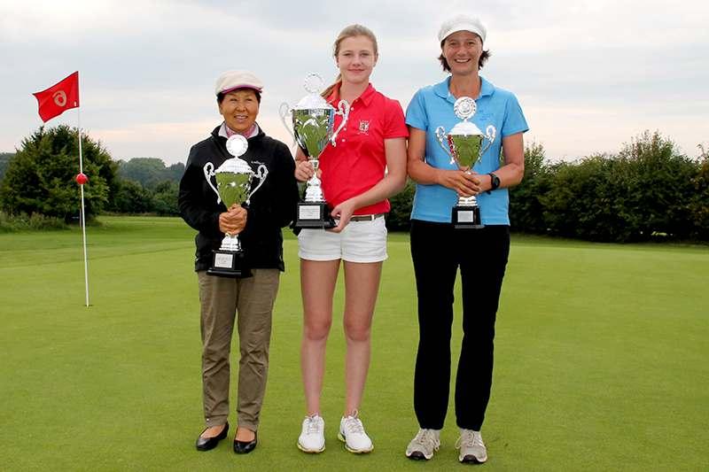 CM 2015 Damen von links: Myung Soon Jeon-Heugel (2. Platz), Emily Strunck (Clubmeisterin 2015), Anja Frömling (3. Platz)