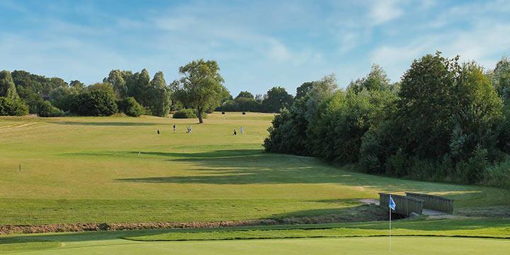 Blick auf Schloss 4 Grün und Fairway