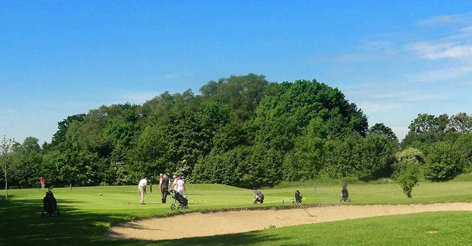 Teilnehmer/innen Golf Schnupperkurs Auf Dem Übungsgrün
