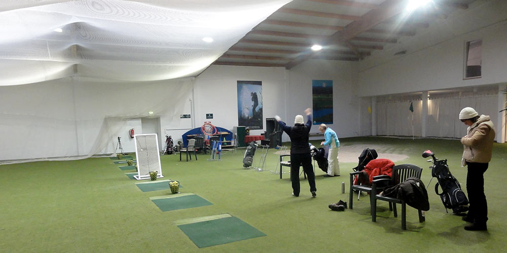 Training in der Golfhalle